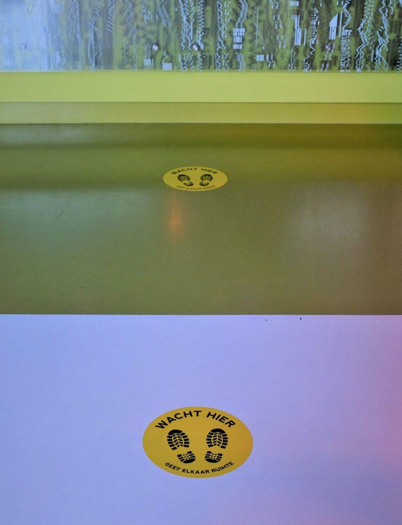 Wacht hier stickers bioscoop