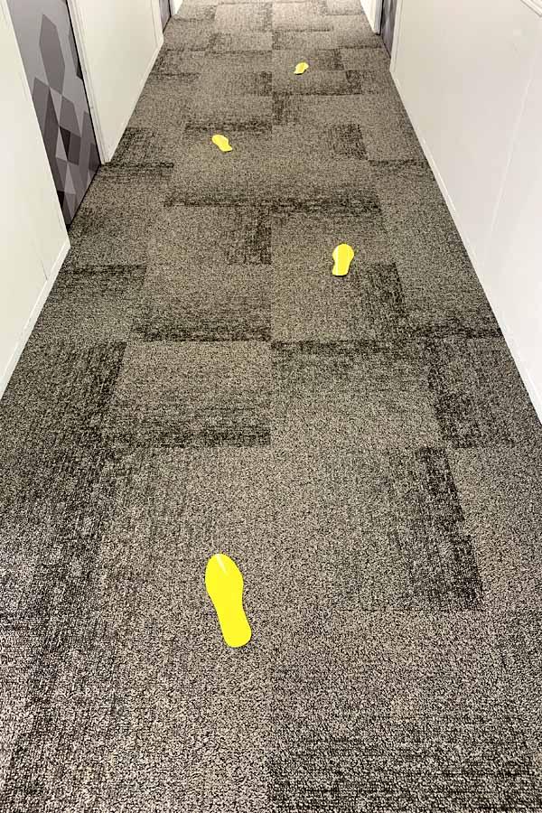 voetstappen tapijt