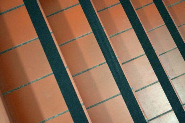 Antislip tape voor gebruik in magazijn of fabriek